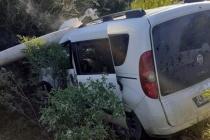 Aracı Kontrolden Çıkan Sürücü Beton Direği Devirdi