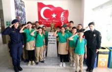JANDARMA'DAN ÖĞRENCİLERE 'ÇOCUK HAKLARI' GÜNÜ ZİYARETİ