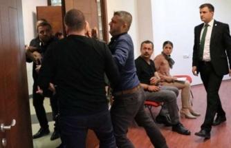 DENİZLİSPOR BAŞKANI TAHRİK ETTİ, ESKİ BAŞKAN TOPLANTIYI SİLAHLA BASTI