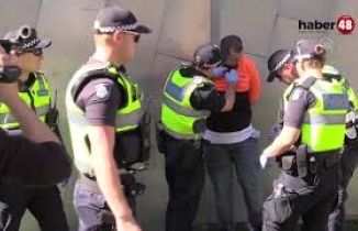 İslam karşıtı Avustralyalı namaz sırasında cemaati tahrik etti